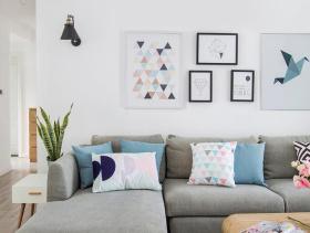 纯白客厅简约风照片墙设计