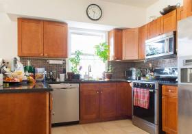 实木现代厨房装修设计