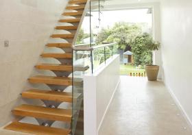 纯木现代楼梯装修设计