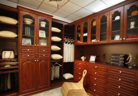 实木中式衣帽间设计美图