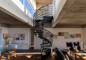 纯黑现代旋转楼梯设计