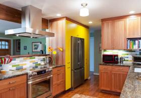 多彩实木现代厨房设计