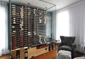 透明现代酒柜装修设计