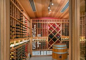实木现代酒柜装修设计