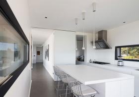 纯白简约厨房吧台设计