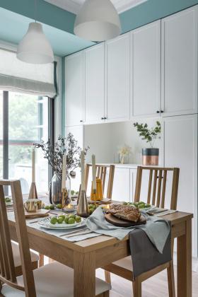 淡雅北欧原木色餐厅设计