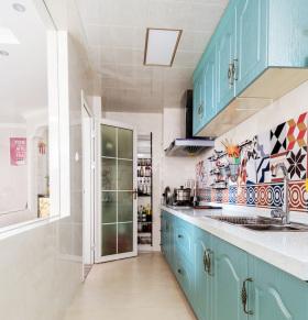 一字形薄荷色系厨房设计