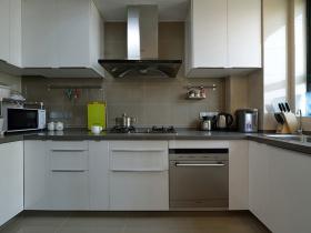 简约n字形厨房橱柜设计