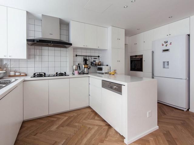 具有强大收纳功能的厨柜,能让厨房变得简单清爽。