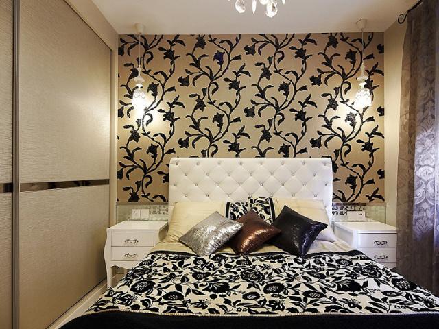 黑色的花纹装点着房间的各个角落,简约而素雅。