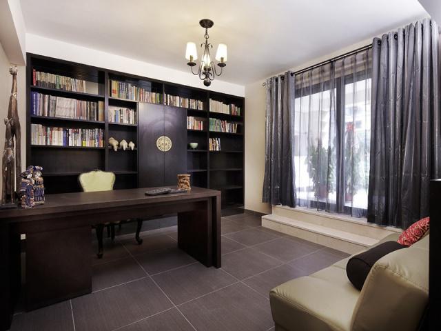 古色古香的书房,与古朴的书香融为一体,待在里面就不想再出来。