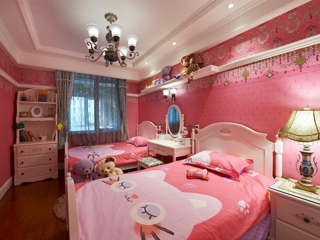 两个小主人活泼可爱、爱幻想,是一对人见人爱的姐妹花,卧室布置很适合小公主们。