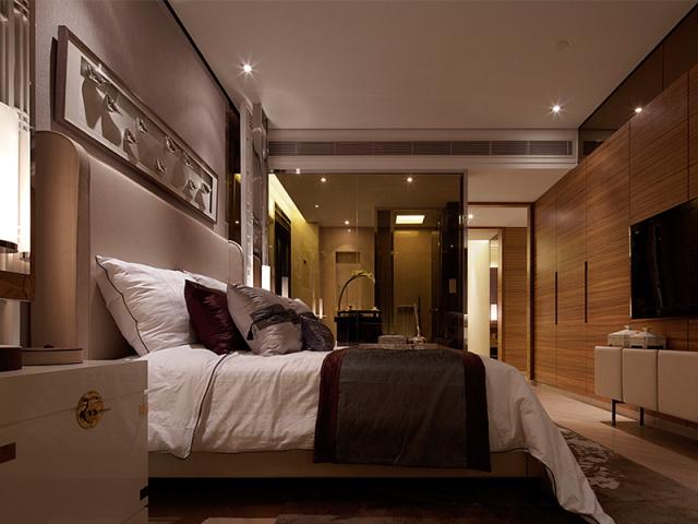 高靠背的床头可隔音、防撞,墙面软包也就可以免去了。