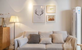 客厅精致日式原木风背景墙设计