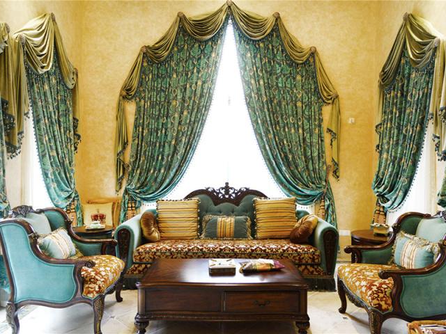 享受华贵的装饰带来的优越感,在典雅之中与好友畅谈天地。