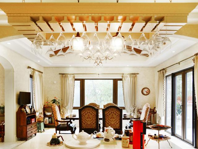 明亮而又开阔的餐厅,在温馨的氛围中细细地品味美食。