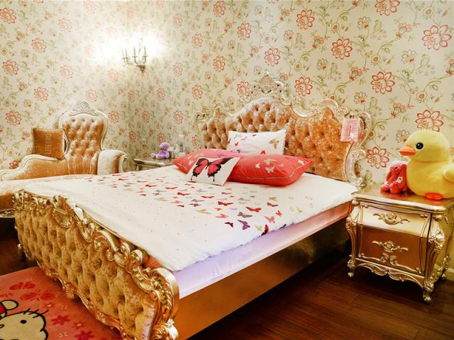 对于孩子来说,玩偶、抱枕总是卧室里必不可少的装饰。