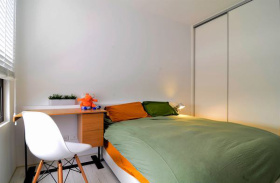 现代简约撞色卧室装饰设计