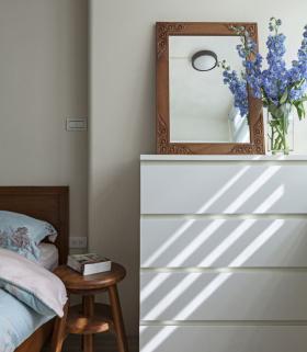 美式经典卧室床头收纳设计