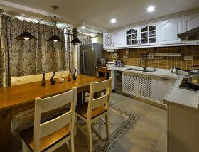 美式经典雅致厨房装修设计