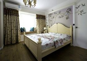 简约美式碎花简雅卧室设计