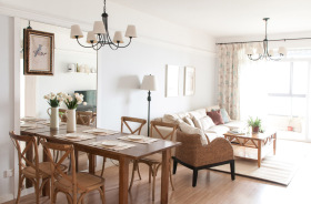 原木经典素雅客厅装饰设计