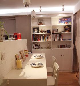 小户型简约可爱卡座餐厅设计