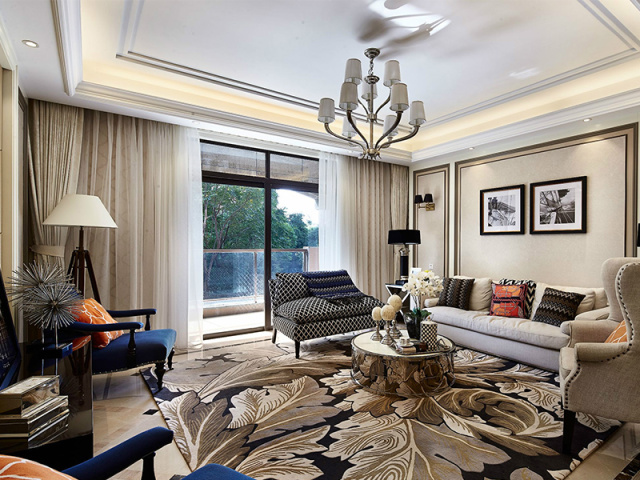主人好客,客厅沙发椅子俱全,满足多人小聚的私密需求,拉上窗帘便是一场浪漫的密谈。