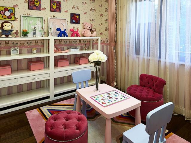 儿童玩具房也讲究对称,饱和度高的颜色更能激起人的愉悦和兴奋感。