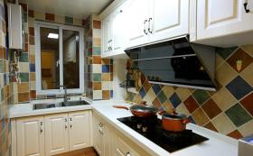 美式田园彩色L型厨房设计