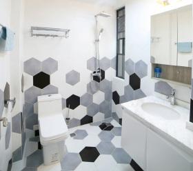 黑白灰冷色系马赛克卫生间设计