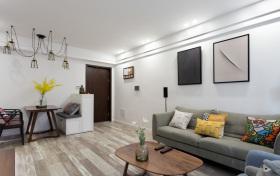 简约素雅柔化自由式客厅装修设计